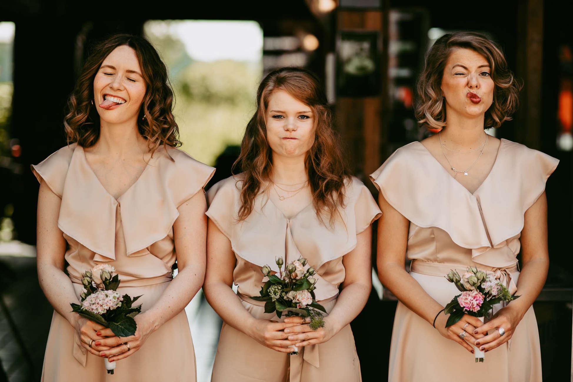 Brautjungfern kleider farbe blumen hochzeit fotos bebright photography