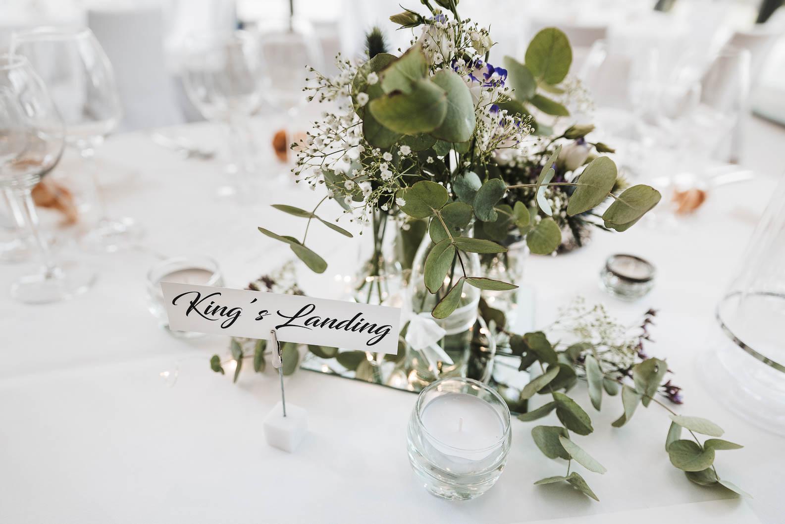 Burg Heimerzheim Hochzeit Eukalyptus Tisch Blumen