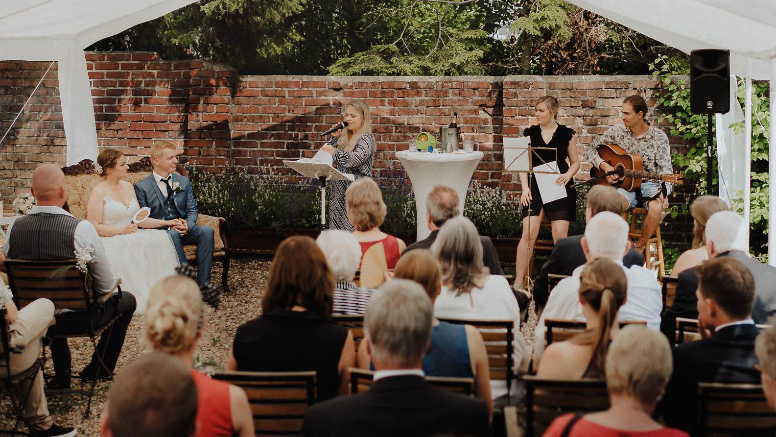 Freie Trauung in Duesseldorf Hochzeitsfotograf Preise