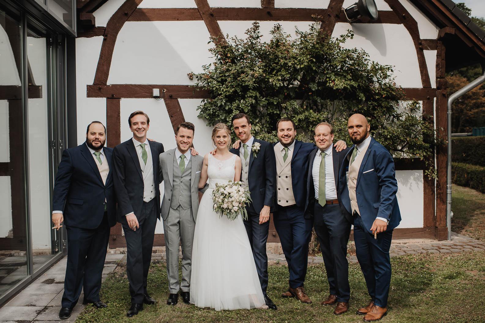 Gruppenfotos bei der Hochzeit auf Burg Heimerzheim Swisttal