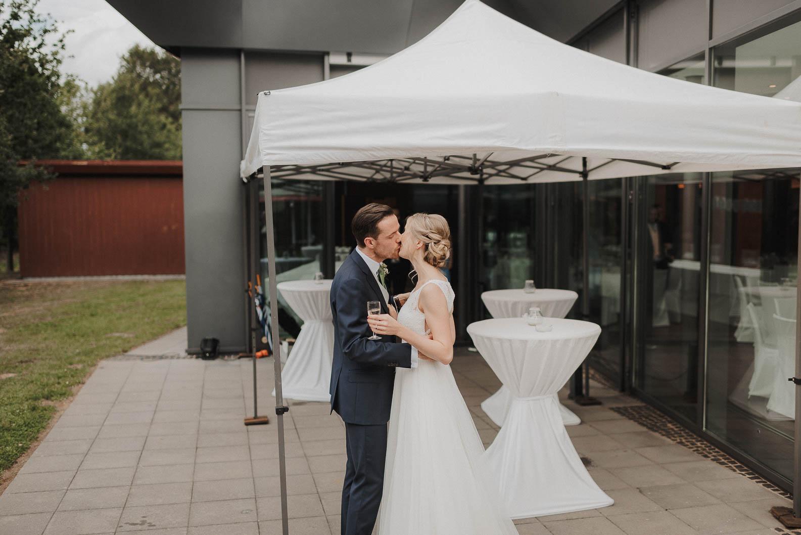Hochzeits bei Regen Weisses Zelt Burg Heimerzheim