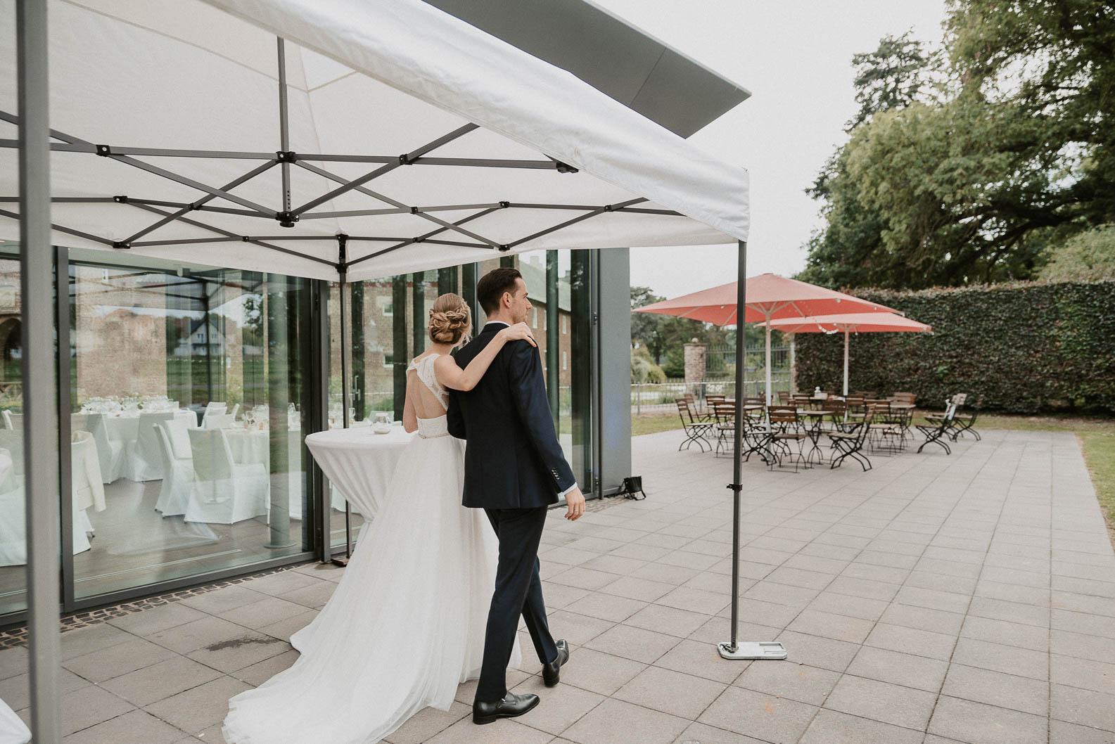 Hochzeits bei Regen Zelt Burg Heimerzheim