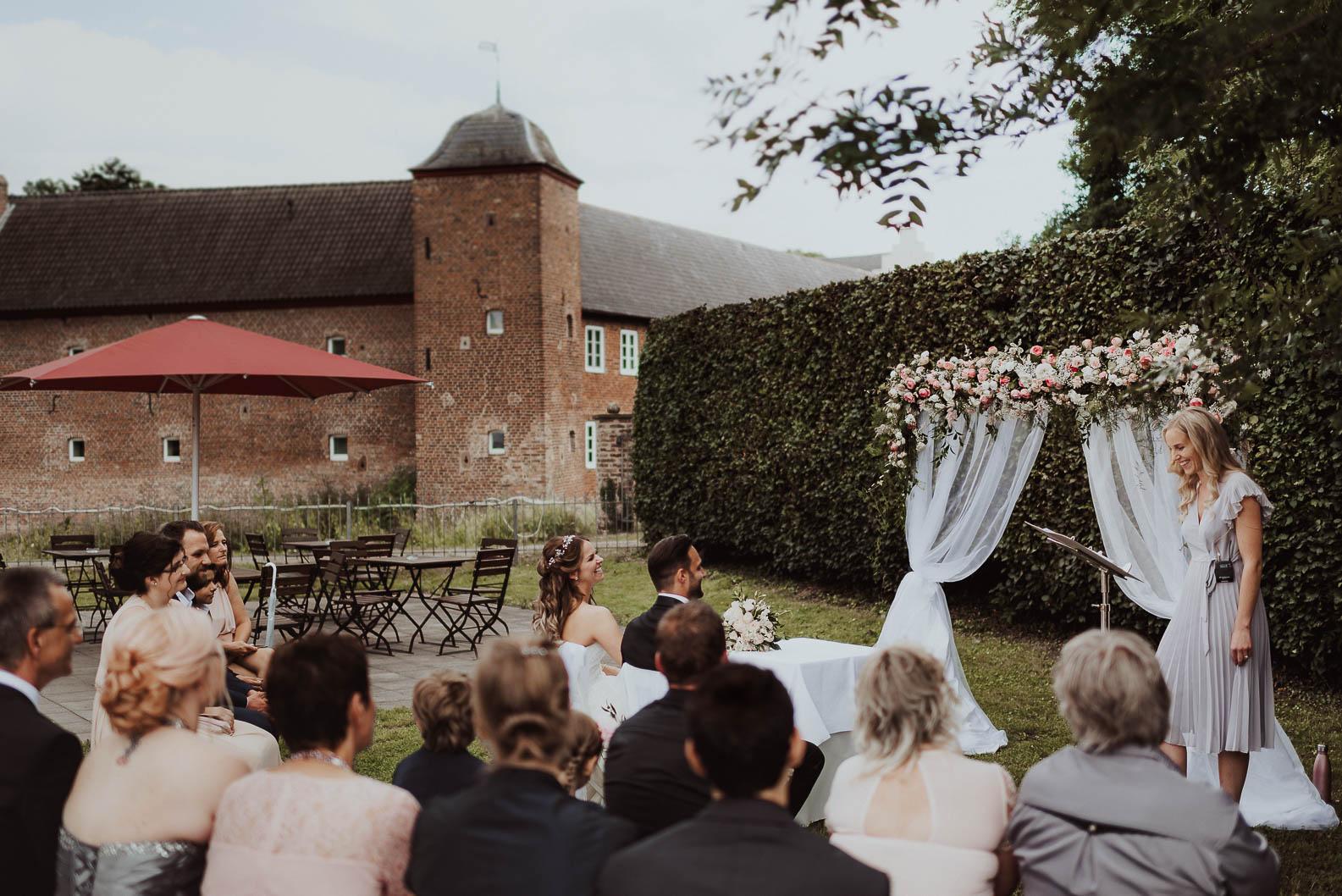 Burg Heimerzheim Freie Trauung Draussen Garten