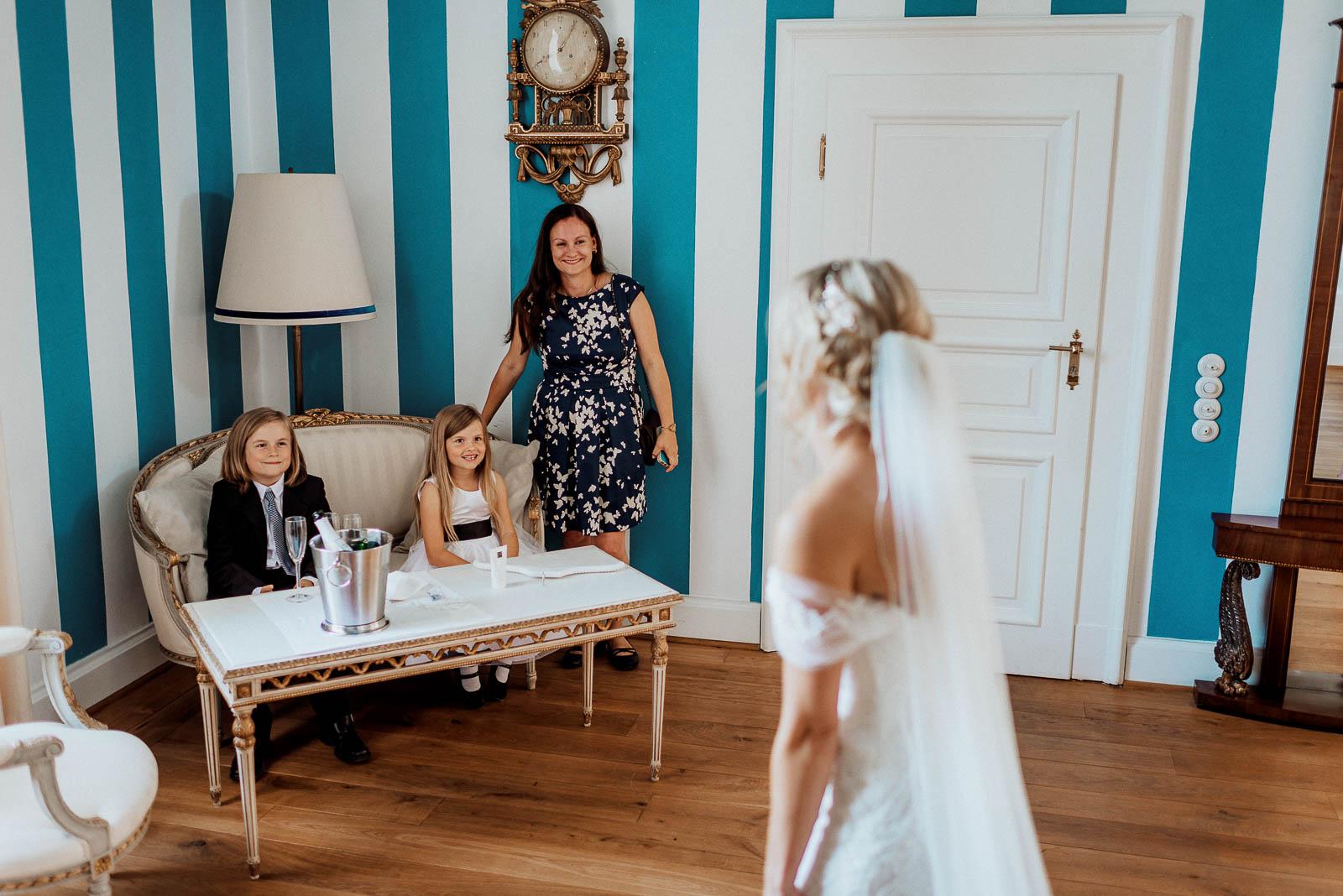 Hochzeit mit Kindern Ringtraeger Blumenmaedchen
