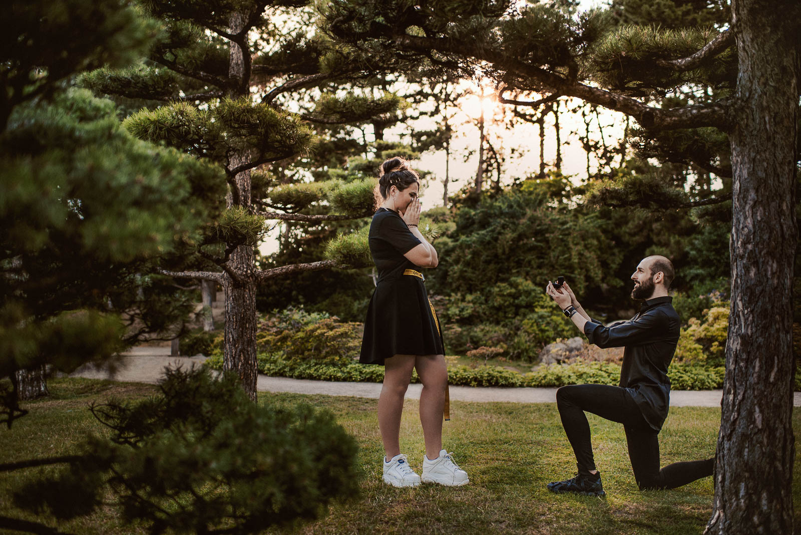 Heiratsantrag mit Kniefall und Fotoshooting in Düsseldorf